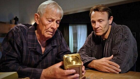 Otto (Rolf Becker) und Martin (Bernhard Bettermann)