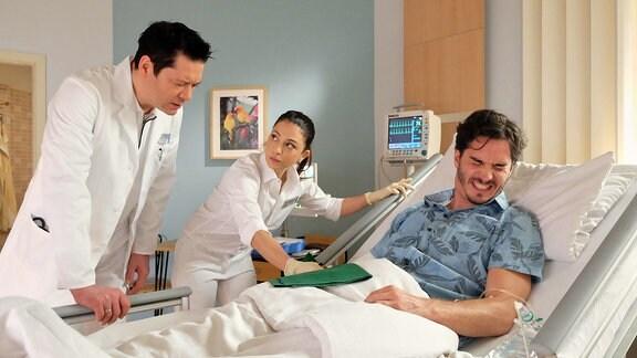 Thomas Koch als Dr. Philipp Brentano, François Goeske als Max Volkmann und Arzu Bazman als Oberschwester Arzu