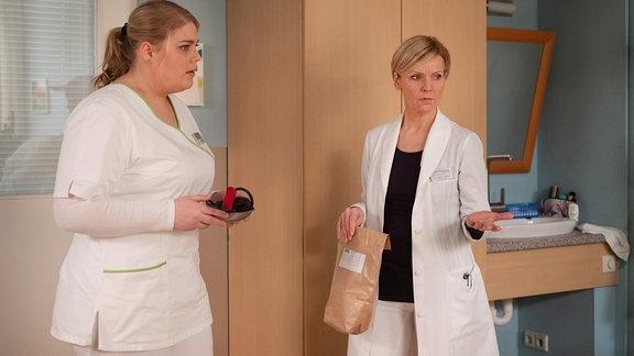 Christina Petersen als Schwester Miriam und Andrea Kathrin Loewig als Dr. Kathrin Globisch