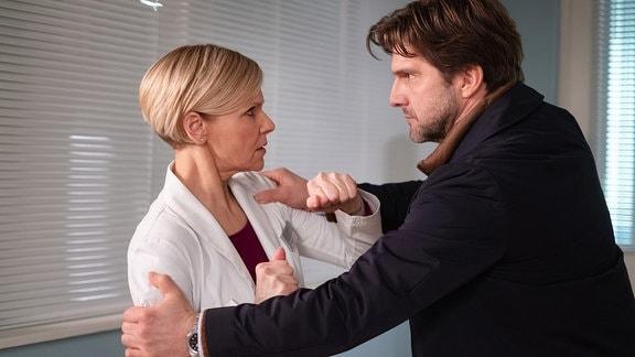 Andrea Kathrin Loewig als Dr. Kathrin Globisch und Jens Nünemann als Friedemann Bickel