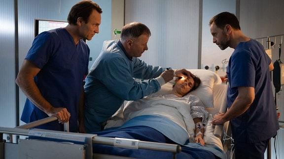Bernhard Bettermann als Martin Stein, Thomas Rühmann als Dr. Roland Heilmann, Annett Renneberg als Maria Weber und Julian Weigend als Kai Hoffmann
