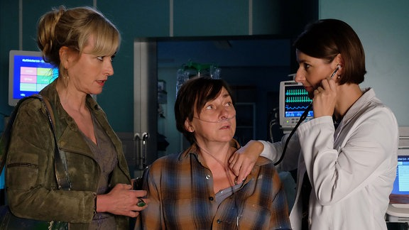 Katharina Abt als Heidi Schloh, Steffi Kühnert als Britta und Annett Renneberg als Dr. Maria Weber