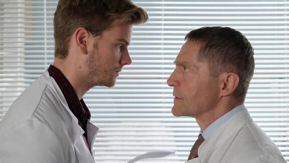 Udo Schenk als Dr. Kaminski und Aaron Koszuta als Florian Klein