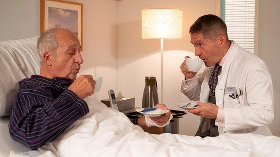 Philipp Sonntag als Laurentius Scholze und Udo Schenk als Dr. Kaminski