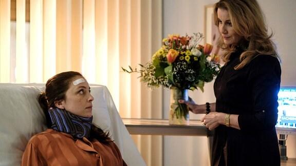 Arzu Bazman als Arzu Ritter und Alexa Maria Surholt als Sarah Marquardt