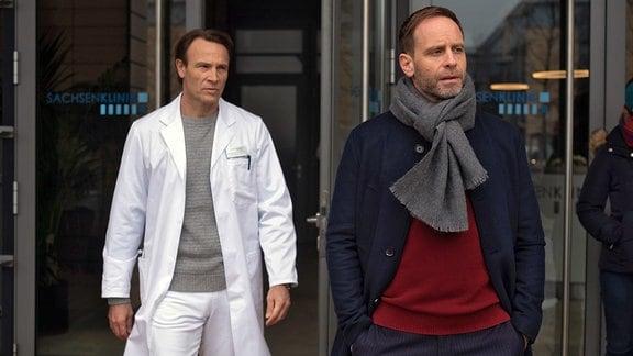 Bernhard Bettermann als Dr. Martin Stein und Julian Weigend als Dr. Hoffmann