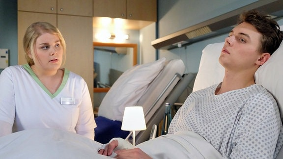 Miriam Schneider (Christina Petersen) denkt, dass Dr. Kai Hoffmann damals aus niederen Beweggründen auf ihren Kollegen Malte Riedel (Gerrit Klein) eingeschlagen hat. Er hat ihm damals den Kiefer gebrochen und seitdem ist Maltes Leben aus dem Ruder gelaufen. Doch langsam keimen in Miriam Zweifel am Hergang der Geschichte auf.