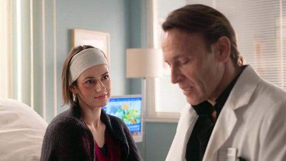 Dr. Martin Stein (Bernhard Bettermann) mit Dr. Maria Weber (Annett Renneberg)
