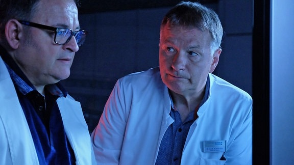 Hans-Peter Brenner (Michael Trischan) und Dr. Roland Heilmann (Thomas Rühmann)