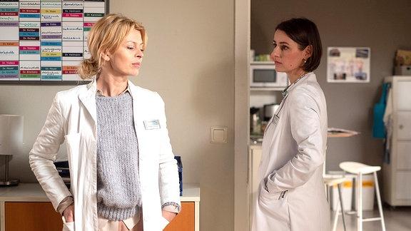 Dr. Ina Schulte (Isabell Gerschke) und Dr. Maria Weber (Annett Renneberg)