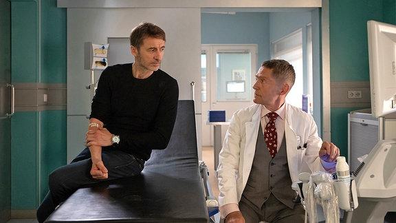 Tobias Rauch (Guido Broscheit) und Dr. Kaminski (Udo Schenk)