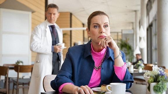 Dr. Kaminski (Udo Schenk) und Sarah Marquardts (Alexa Maria Surholt)