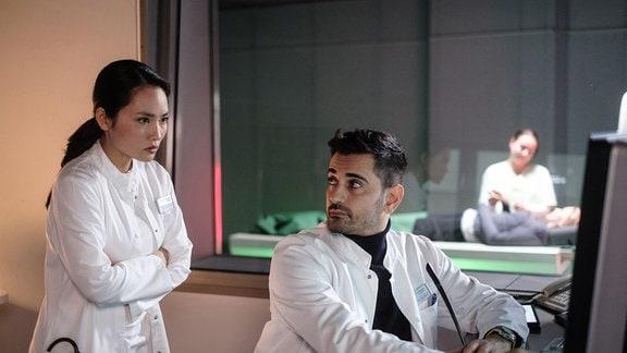 Mai Duong Kieu als Dr. Lilly Phan, Tan Çağlar als Dr. Ilay Demir