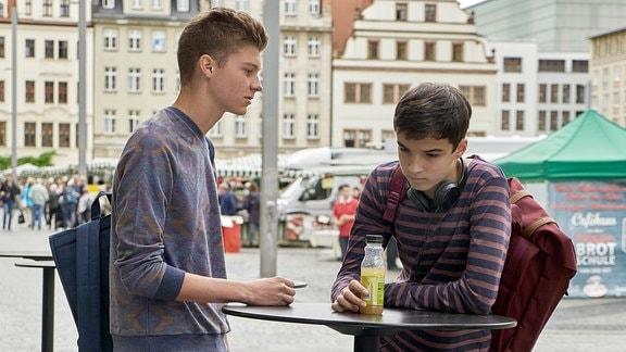 Johann Lukas Sickert als Bastian Marquardt und Anthony Petrifke als Jonas Heilmann