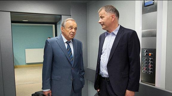 Thomas Rühmann als Dr. Roland Heilmanns und Dieter Bellmann als Prof. Gernot Simoni