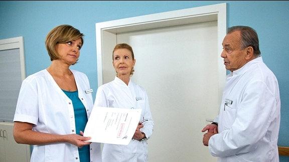 Maren Gilzer als Schwester Yvonne, Dieter Bellmann als Professor Simoni und Jutta Kammann als Oberschwester Ingrid