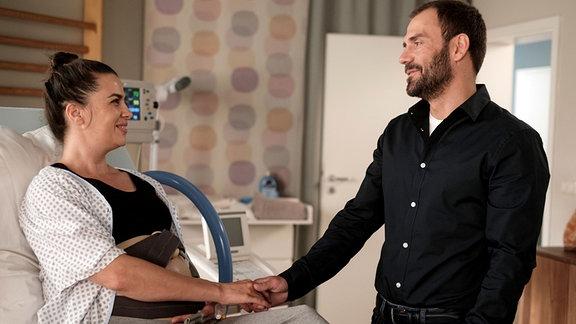 Nadine Heller (Julia-Maria Köhler) und ihr Mann Frank (Daniel Wiemer) freuen sich sehr auf ihr zweites Kind.