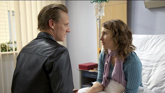 Die MS-kranke Sonja Böttcher (Janina Elkin) wünscht sich ein Kind. Ihr Mann Lars (Mike Hoffmann) fürchtet, dass dieser Wunsch für Sonja nur ein Rettungsanker ist, um sich von ihrer Krankheit abzulenken. Sonja hingegen glaubt, dass Lars nicht bereit ist, sein Leben zu ändern. Als der Streit eskaliert, reißt sich Sonja versehentlich den Katheder aus der Halsschlagader und verletzt sich lebensgefährlich.