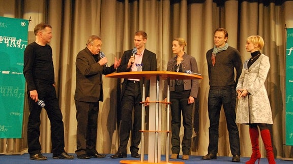 Moderator Sven Kochale im Gespräch mit v.l. Thomas Rühmann, Dieter Bellmann, Alexa Maria Surholt, Bernhard Bettermann, Andrea Kathrin Loewig