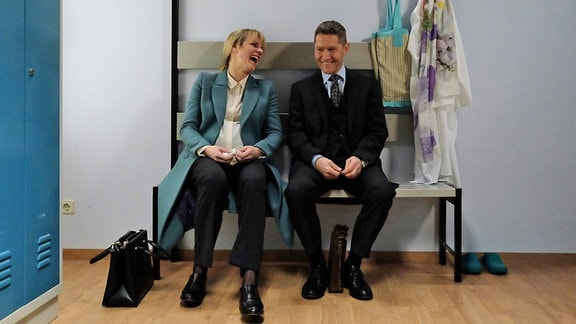 Anja Nejarri und Udo Schenk lachen