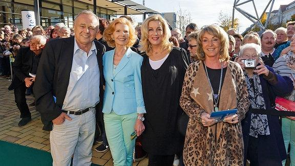 Dieter Bellmann, Jutta Kammann, Alexa Maria Surholt und Uta Schorn bei einem Fantreffen