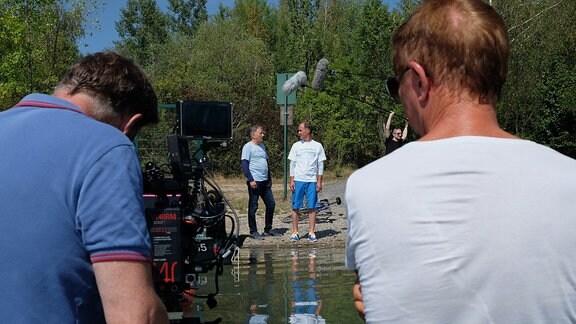Kameramänner im Wasser mit Thomas Rühmann und Holger Daemgen