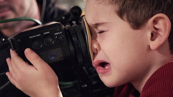 Der kleine Leonard Scholz alias Oskar Brentano an der Kamera.