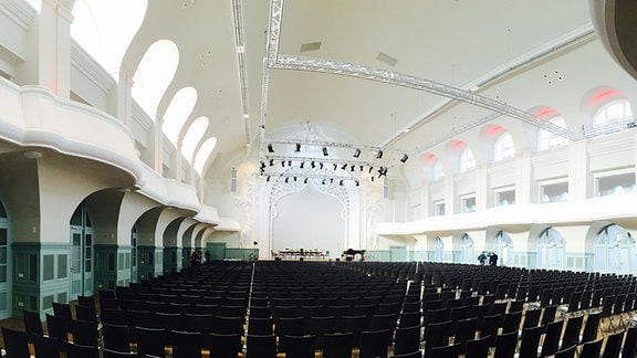 Blick in die leere Kongresshalle.