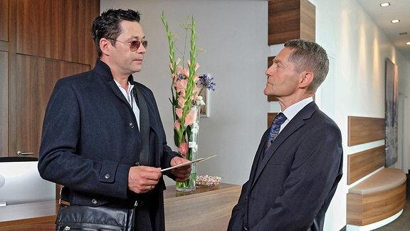 Dr. Philipp Brentano (Thomas Koch) und Dr. Kaminski (Udo Schenk)