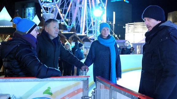 Dreh zu In aller Freundschaft (Folge 811) mit Anja Nejarri und Thomas Rühmann auf dem Eis sw