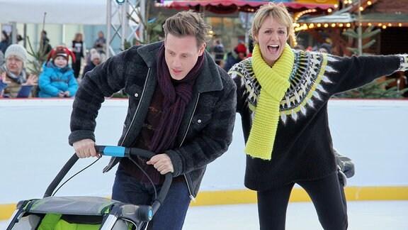 Dreh zu In aller Freundschaft (Folge 811) mit Anja Nejarri und Patrick Kalupa  auf dem Eis2