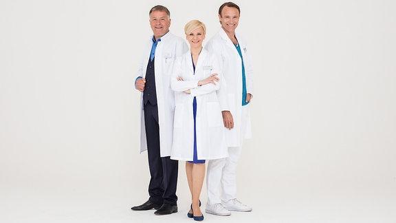 Dr. Roland Heilmann (Thomas Rühmann,.),Dr. Kathrin Globisch (Andrea Kathrin Loewig,.), und Dr. Martin Stein (Bernhard Bettermann, r.),