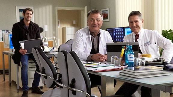 Roy Peter Link, Thomas Rühmann und Udo Schenk bei Dreharbeiten