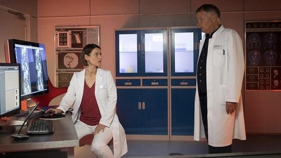 Dr. Maria Weber (Annett Renneberg) mit Dr. Roland Heilmann (Thomas Rühmann)