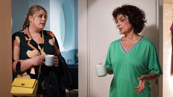 Linda Schneider (Isabel Varell, re.) schimpft bei  Miriam (Christina Petersen, li.) über den Unfall.