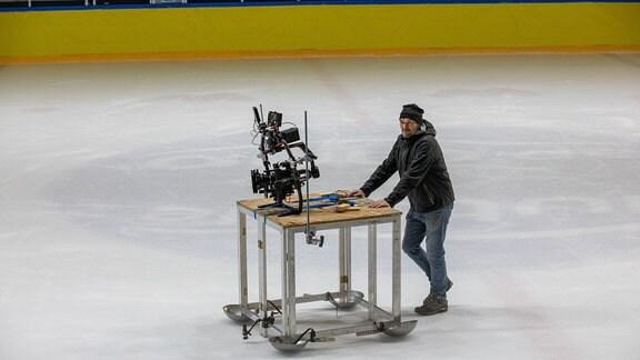 Dreharbeiten auf dem Eis werden vorbereitet