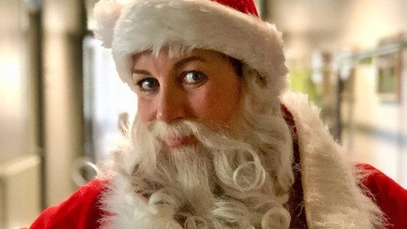 Alexa Maria Surholt als Weihnachtsmann