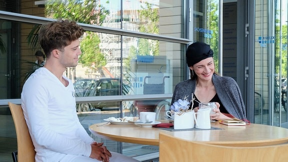 Jascha Rust und Annett Renneberg lachen