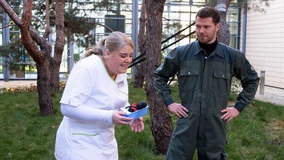Christina Petersen mit Martin Baden in einer Drehpause zu Folge 894