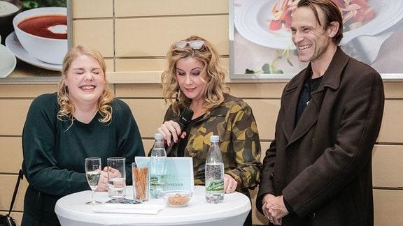 Alexa Maria Surholt im Gespräch mit Christina Petersen und Bernhard Bettermann.