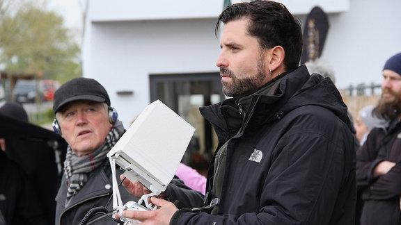 Er steuert die Drohne: Kameramann Victor Voss