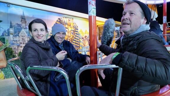 Annett Renneberg und Bernhard Bettermann auf dem Rummel bei Dreharbeiten mit dem Regisseur Wilhelm Engelhardt.