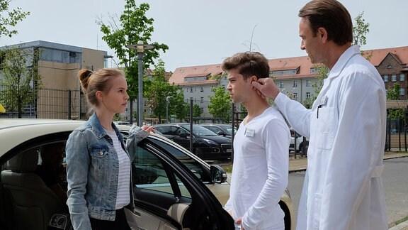 Bernhard Bettermann zieht Jascha die Ohren lang