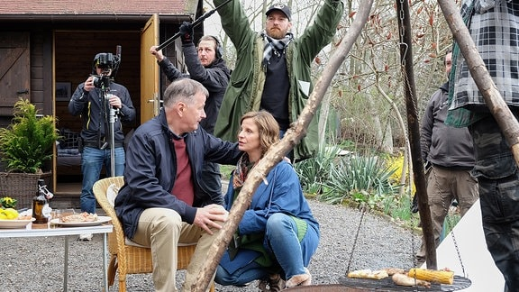 Thomas Rühmann und Julia Jäger am Set
