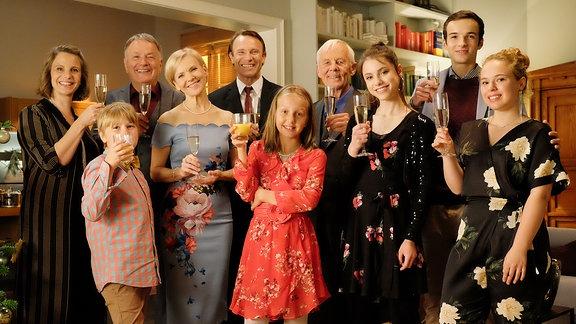 """Weihnachtsfoto """"In aller Freundschaft"""" mit den Familien Heilmann, Stein, Globisch & Brückner!"""