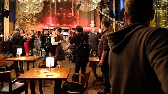 Dreh der Tango-Szene mit Schauspilelern und Team