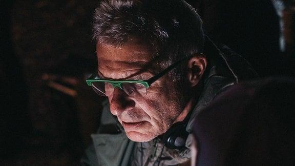 Regisseur Matthias Luther hochkonzentriert
