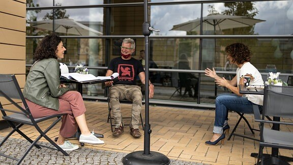 912 Besprechung Mathias Luthe rmit Isabel Varell und Liza Tzschirner