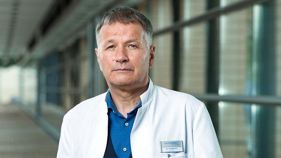 Thomas Rühmann als Dr. Roland Heilmann