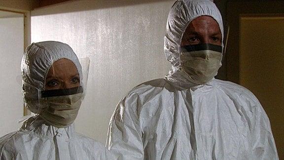 Mediziner in Schutzkleidung